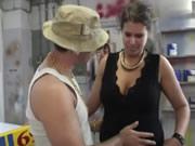 Jody Brengt Een Bezoekje Aan De Garage